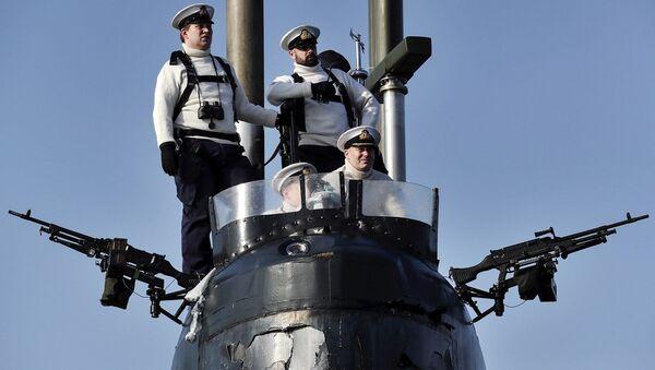Crew of the UK Royal Navy nuclear-powered fleet submarine HMS Trenchant. - Sputnik International