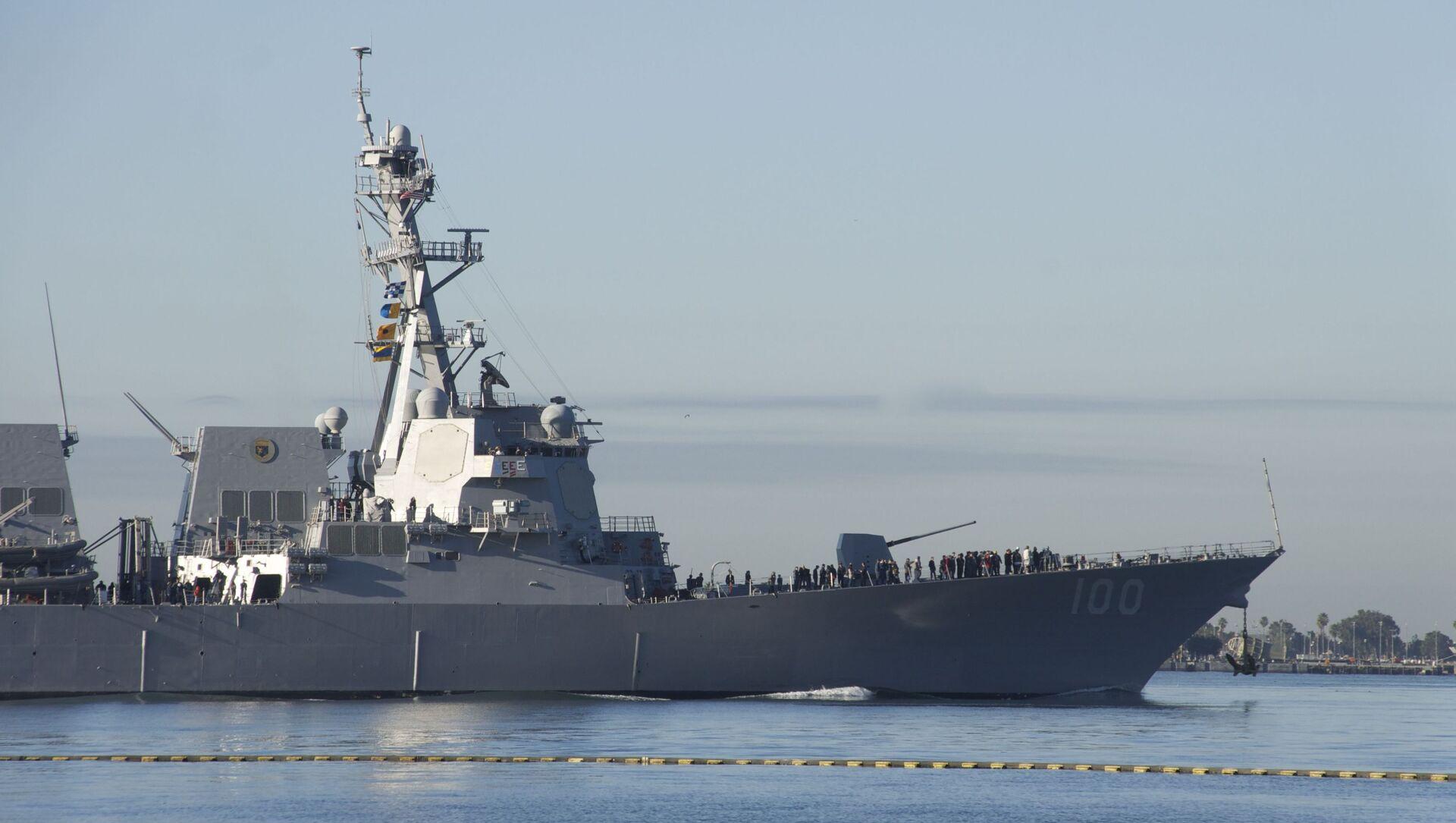 The guided-missile destroyer USS Kidd (DDG 100) departs San Diego Bay. - Sputnik International, 1920, 28.08.2021