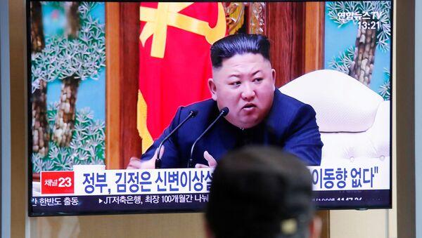 South Korean people watch a TV broadcasting a news report on North Korean leader Kim Jong Un in Seoul, South Korea, April 21, 2020. - Sputnik International