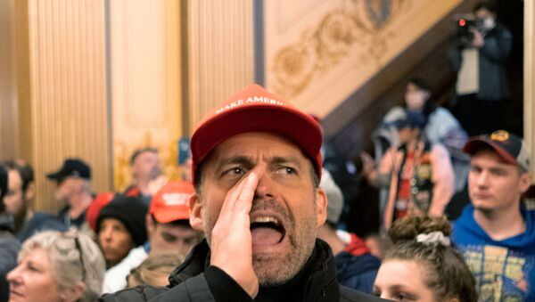 protester yells at Michigan State Police after demonstrators occupied the state capitol building during a vote to approve the extension of Governor Gretchen Whitmer's emergency declaration/stay-at-home order due to the coronavirus disease (COVID-19) outbreak, at the state capitol in Lansing, Michigan, U.S. April 30, 2020 - Sputnik International
