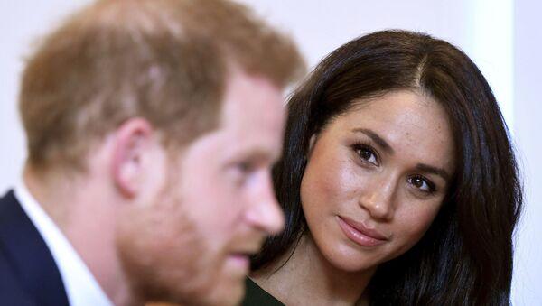 The Duchess of Sussex gazes at her husband Prince Harry - Sputnik International