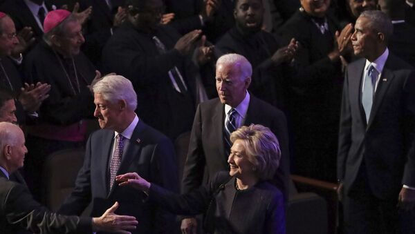 Former President Bill Clinton, former first lady and Secretary of State Hillary Clinton, former Vice President Joe Biden and former President Barack Obama greet members of the Maryland Congressional delegation as they arrive at the funeral service for Rep. Elijah Cummings (D-MD) at New Psalmist Baptist Church on October 25, 2019 in Baltimore, Maryland - Sputnik International