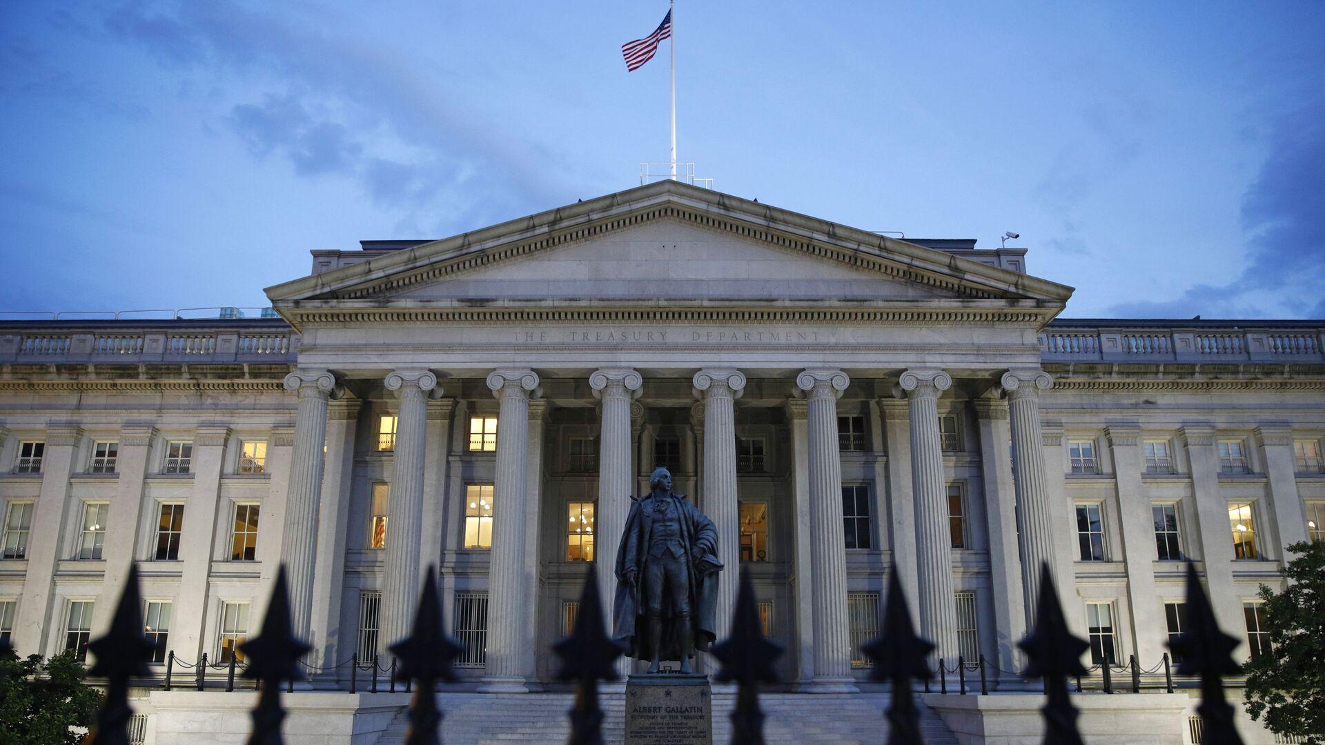 The U.S. Treasury Department building at dusk, Thursday, June 6, 2019, in Washington. - Sputnik International, 1920, 16.09.2021