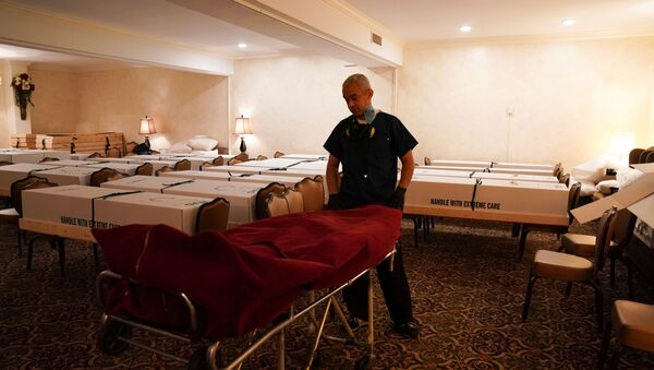 Funeral Director Omar Rodriguez wheels a body from the USNS Comfort into the chapel room at the Gerard J. Neufeld funeral home during the outbreak of the coronavirus disease (COVID-19) in the borough of Queens, New York, U.S., April 26, 2020. - Sputnik International