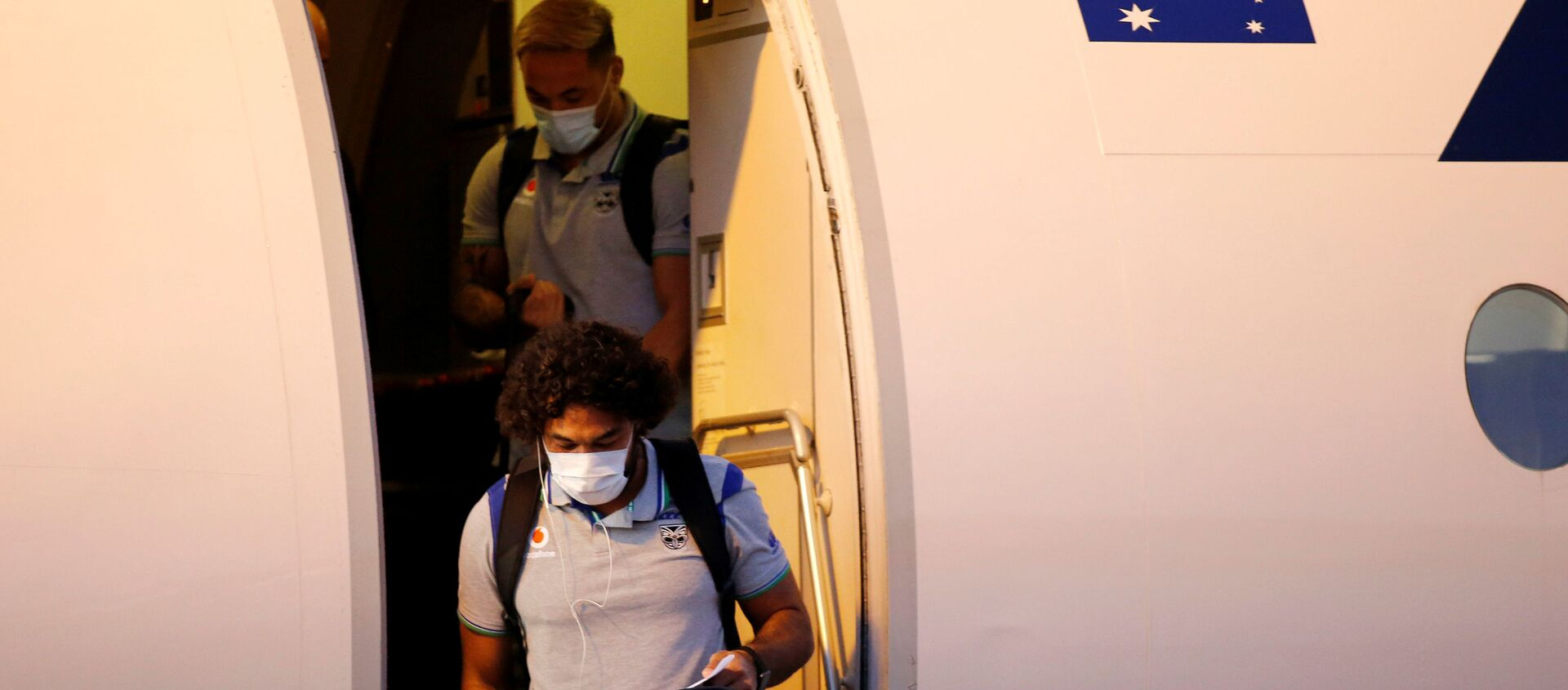 The New Zealand Warriors NRL team, which will live and train in Australia under quarantine conditions due to the coronavirus disease (COVID-19), arrives at the Tamworth Airport in Tamworth, Australia, May 3, 2020. Picture taken May 3, 2020.   - Sputnik International, 1920, 05.05.2020