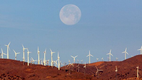 The full moon sets behind a wind farm in the Mojave Desert in California, January 8, 2004.  Picture taken January 8, 2004.   - Sputnik International