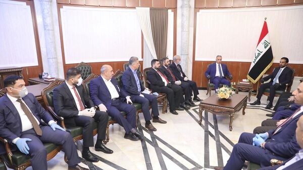 The speaker of Iraq's parliament Mohammed al-Halbousi meets with Iraqi Prime Minister-designate Mustafa al-Kadhimi before the vote on the new government at the parliament headquarters in Baghdad, Iraq, May 6, 2020. - Sputnik International