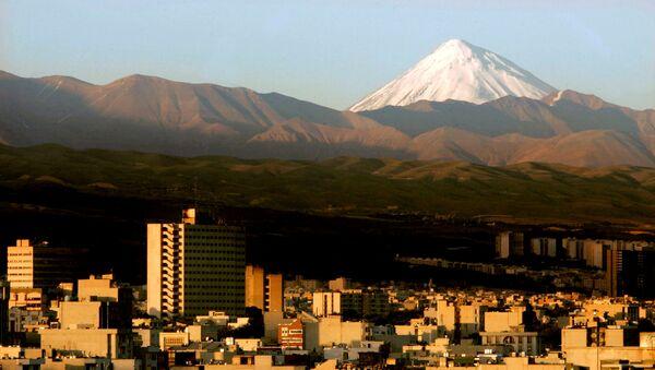 A general view of the Damavand summit northeast of Tehran, Iran, May 19, 2006 - Sputnik International