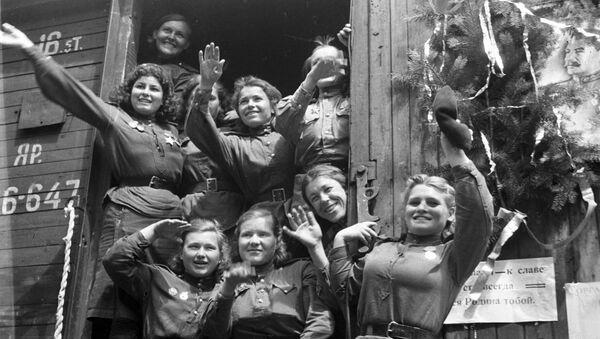 Demobilised young women leaving Germany for their homeland, 1945 - Sputnik International