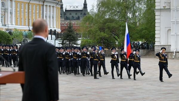 Russian President Vladimir Putin attends a parade of the Kremlin Regiment - also known as the Presidential Regiment - as part of the Victory Day events commemoratingits 75th anniversary - Sputnik International