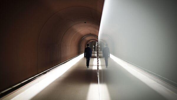 A man walks in a corridor at the headquarters of the General Directorate for External Security (DGSE), France's external intelligence agency, in Paris on June 4, 2015. AFP PHOTO / MARTIN BUREAU (Photo by MARTIN BUREAU / AFP) - Sputnik International