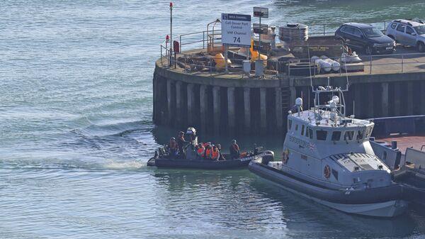 A Border Force boat returns to Dover, Kent, England - Sputnik International