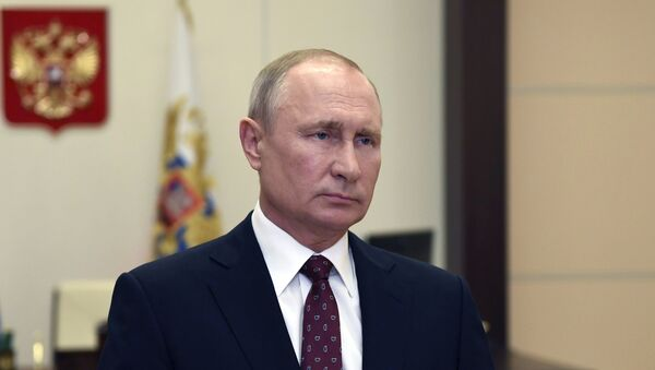 Russian President Vladimir Putin congratulates graduates of higher military educational institutions of Russia on the 75th anniversary of Victory in the Great Patriotic War. - Sputnik International