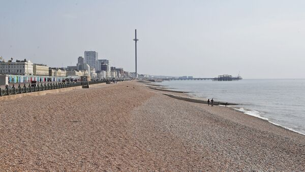 The beaches are nearly empty on a warm and sunny day after the coronavirus outbreak and lockdown in Brighton, England, Saturday, April 11, 2020. - Sputnik International
