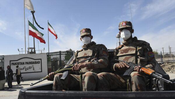 Pakistani soldiers wearing facemasks patrol near the closed Pakistan-Iran border in Taftan on February 25, 2020 as fears over the spread of the COVID-19 coronavirus escalate following an outbreak in neighbouring Iran - Sputnik International