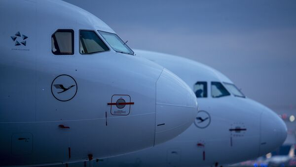 Aircraft of German Lufthansa airline are parked at the airport in Frankfurt, Germany, Monday, May 4, 2020 - Sputnik International
