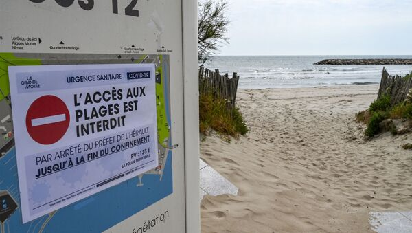 A banner reading access to the beach prohibited is displayed at a deserted beach of La Grande-Motte, south of France, during Easter holidays on April 12, 2020, on the twenty-seventh day of a strict lockdown in France to curb the spread of COVID -19 caused by the new coronavirus - Sputnik International