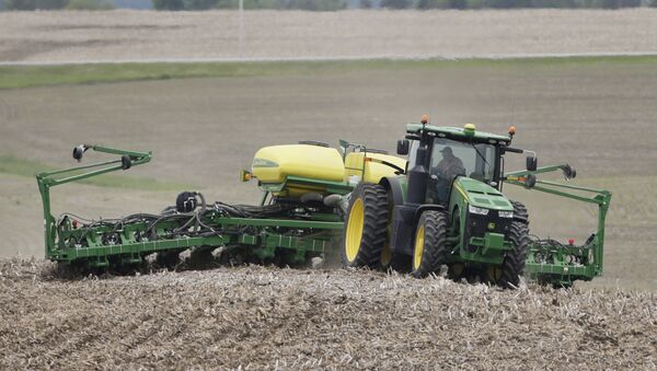 Farmer in a field in Springfield, Nebraska - Sputnik International