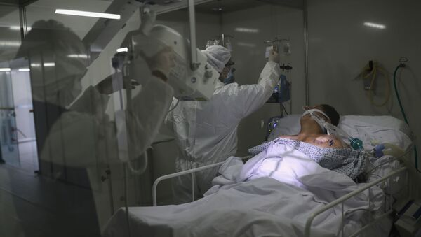 Members of medical staff, wearing protective suits and face masks, do a lung X-ray on a patient suffering from coronavirus disease (COVID-19) in the Intensive Care Unit (ICU) at a field hospital set up to treat patients suffering from the disease (COVID-19) in Guarulhos, Sao Paulo state, Brazil - Sputnik International
