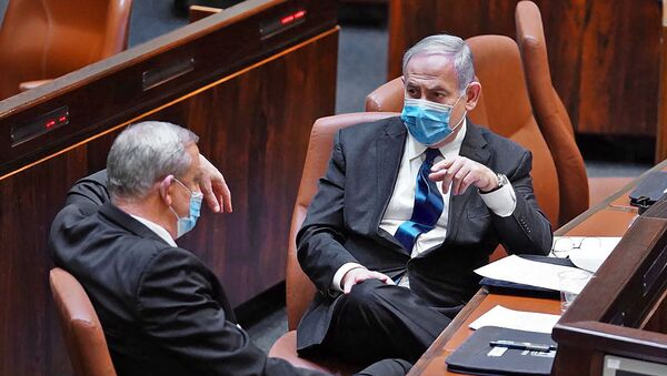 A handout picture released by the Israeli Knesset (parliament) spokesperson's office on May 17, 2020, shows Israeli Prime Minister Benjamin Netanyahu (R) and alternate PM Benny Gantz during the swearing-in ceremony of the new government in Jerusalem. - Sputnik International