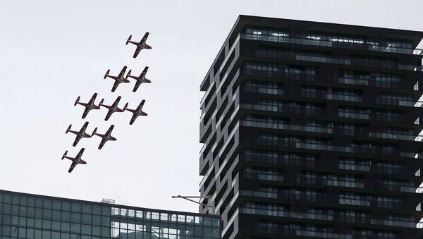 The Canadian Forces' Snowbirds aerobatic team over Toronto, Ontario - Sputnik International