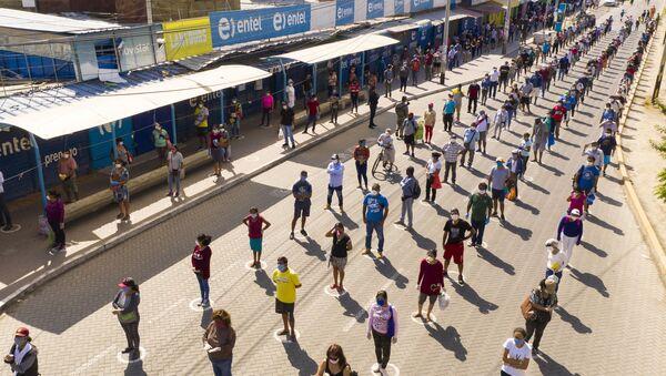 Очередь на рынок, устроенная по принципу социальной дистанции, в городе Пьюра, Перу - Sputnik International