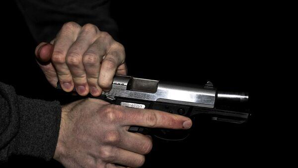 A gun being readied to fire - Sputnik International