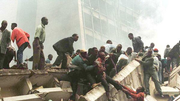 An injured man is removed from the wreckage after an explosion near the US Embassy in Nairobi, Kenya on August 7, 1998.  - Sputnik International