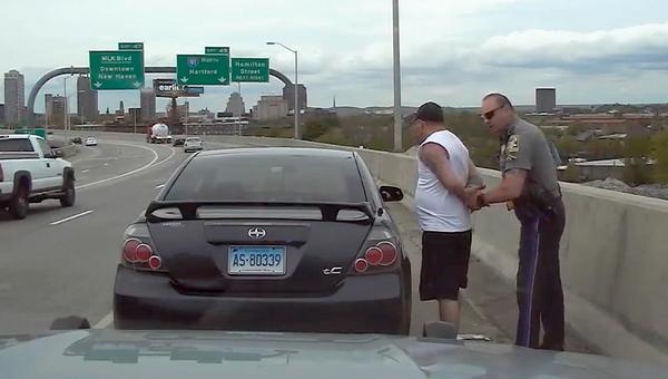 State Trooper Matthew Spina pulls over motorist Kevin Jette - Sputnik International
