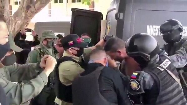Venezuelan soldiers wearing face masks surround a suspect moved from a helicopter after what Venezuelan authorities described was a mercenary incursion, at an unknown location in this still frame obtained from Venezuelan government TV video, May 4, 2020.  - Sputnik International