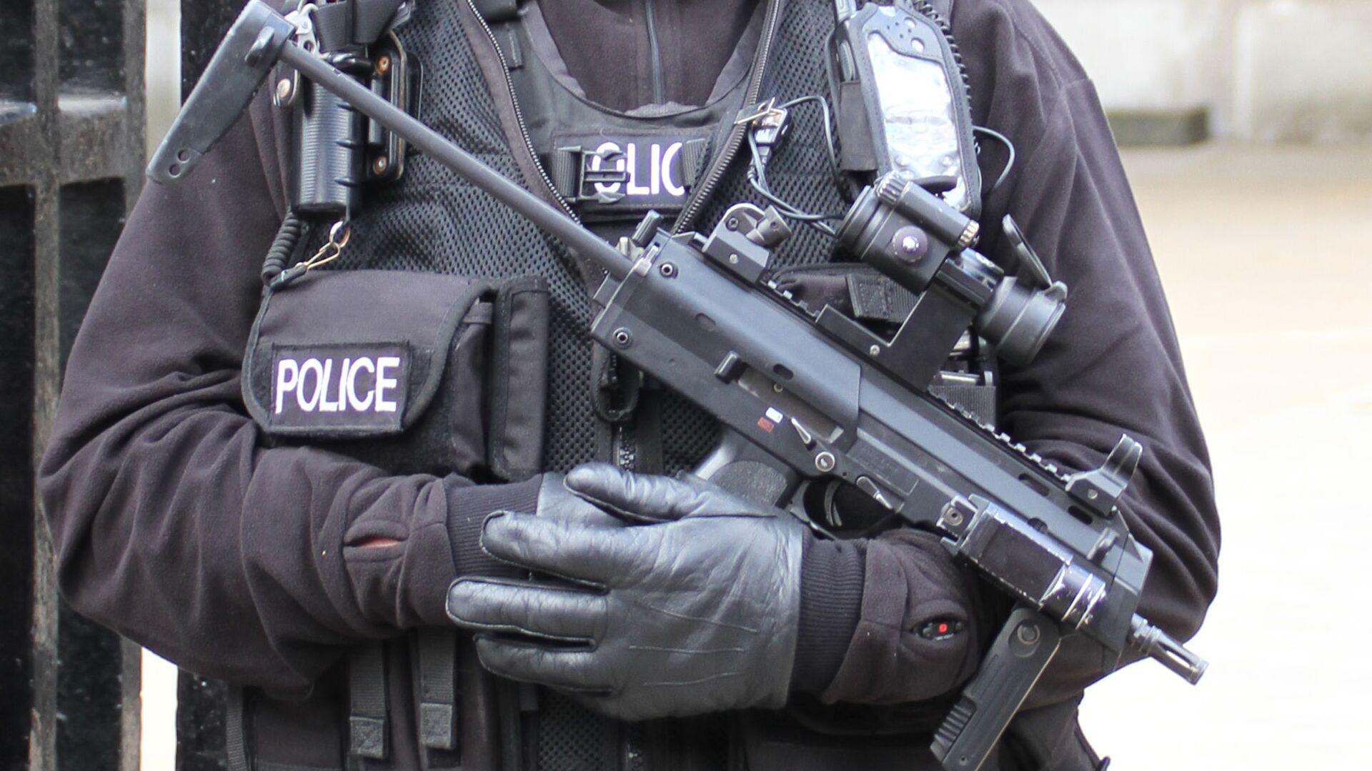Armed UK police officer - Sputnik International, 1920, 22.09.2021