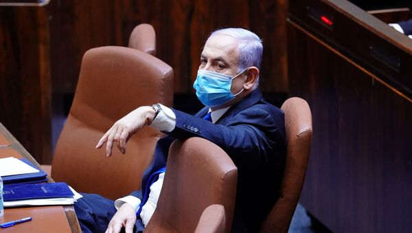 Israeli Prime Minister Benjamin Netanyahu wears a mask during a swearing in ceremony of his new unity government with election rival Benny Gantz, at the Knesset, Israel's parliament, in Jerusalem May 17, 2020.  - Sputnik International