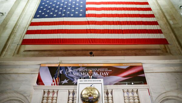 A staff member rings closing bell in honor of Memorial Day and the lives lost in military service to the U.S., as preparations are made for the return to trading, on the floor at the New York Stock Exchange (NYSE) in New York, U.S., May 22, 2020. - Sputnik International