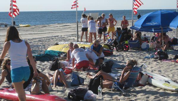 Enjoying the Beach - Sputnik International