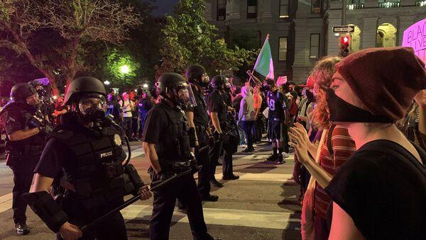 Demonstrators near the Capitol building in Denver, Colorado - Sputnik International