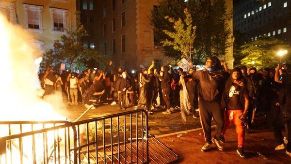 'Black Lives Matter': Washington, DC in Flames as George Floyd Riots Rage on - Sputnik International