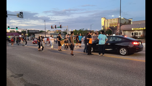 Protesters blocking an intersection in Columbia, Missouri, after the death of African American George Floyd, following his arrest in Minneapolis. - Sputnik International