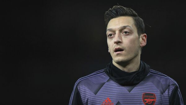 Arsenal's Mesut Ozil warms up prior the English Premier League soccer match between Arsenal and Manchester City, at the Emirates Stadium in London, Sunday, Dec. 15, 2019 - Sputnik International