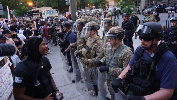 Protests over George Floyd's death in Washington DC on 3 June 2020 - Sputnik International