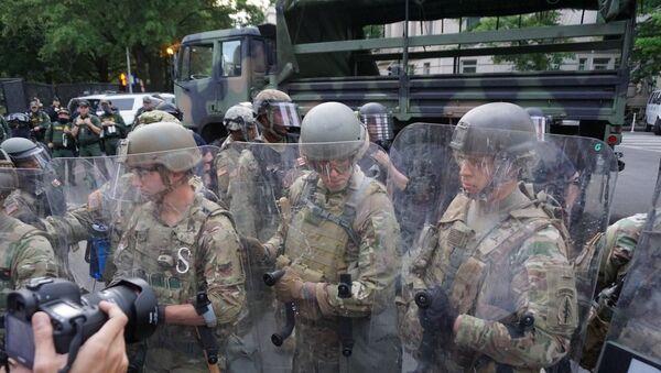 Police officers in Washington DC on 3 June 2020 - Sputnik International