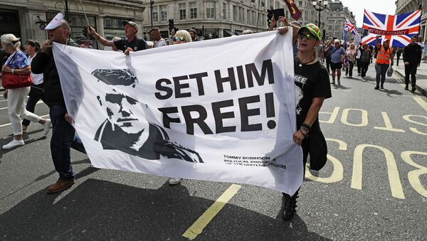 Supporters of far-right activist Stephen Yaxley-Lennon known as Tommy Robinson protest in Oxford Street, London,  Saturday, Aug. 3, 2019 - Sputnik International