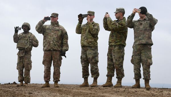 US soldiers take pictures with their cell phones during an artillery live fire event by the US Army Europe's 41st Field Artillery Brigade at the military training area in Grafenwoehr, southern Germany, on March 4, 2020. - Sputnik International