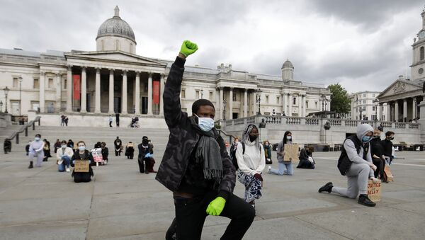 A protester makes a Black Lives Matter fist at a demonstration in Trafalgar Square in central London on June 5, 2020, to show solidarity with the Black Lives Matter movement in the wake of the killing of George Floyd, an unarmed black man who died after a police officer knelt on his neck in Minneapolis.  - Sputnik International