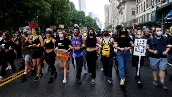 Demonstrators march on Central Park West during a protest against the death in Minneapolis police custody of George Floyd, in the Manhattan borough of New York City, New York, U.S., June 5, 2020 - Sputnik International