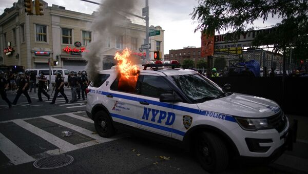 A NYPD police car is set on fire as protesters clash with police during a march against the death in Minneapolis police custody of George Floyd, in the Brooklyn borough of New York City, U.S., May 30, 2020.  - Sputnik International
