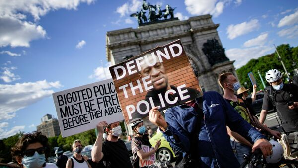 People hold up signs as they gather during a protest against racial inequality in the aftermath of the death in Minneapolis police custody of George Floyd, in front of the at Grand Army Plaza in the Brooklyn borough of New York City, New York, U.S. June 7, 2020. - Sputnik International