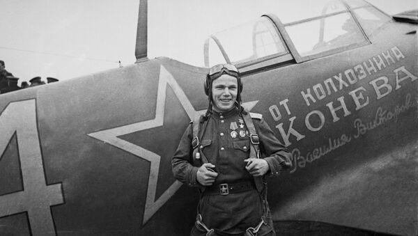 Hero of the Soviet Union, pilot Ivan Kozhedub  - Sputnik International