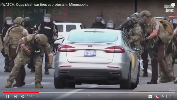 WATCH: Cops slash car tires at protests in Minneapolis - Sputnik International