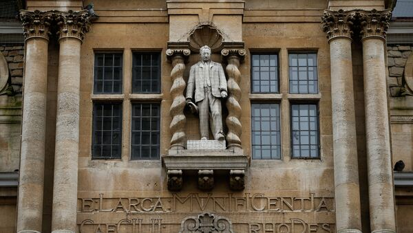 A statue of British businessman Cecil Rhodes is seen on the facade of Oriel College in Oxford, on February 5, 2016 - Sputnik International