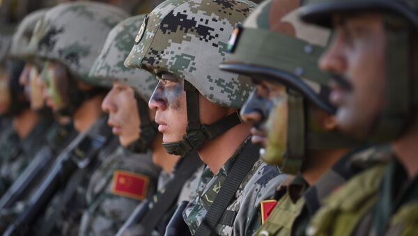 Soldiers from the Indian Army and People's Liberation Army (PLA) sit together after participating in an anti-terror drill during the Sixth India-China Joint Training exercise Hand in Hand 2016 at HQ 330 Infantry Brigade, in Aundh in Pune district, some 145km southeast of Mumbai, on November 25, 2016 - Sputnik International